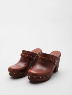 I bought these same exact ones at Fashion Bug. Slip On Shoes, Wedge Shoes, Shoes Heels, Wooden Clogs, Wooden Shoe, Dorothy Shoes, Clogs Outfit, Vestidos, Totes