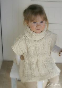 KNITTING PATTERN cable poncho Robyn with a headband von MukiCrafts