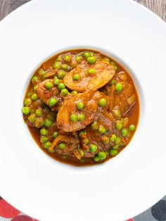 This simple potato curry with peas or aloo matar is a simple but utterly delicious vegan meal featuring a little heat & plenty of fenugreek Curry Recipes, Vegan Recipes, Fingerling Potatoes, Potato Curry, Indian Curry, Curry Food, Veggies, Vegetarian, Stuffed Peppers