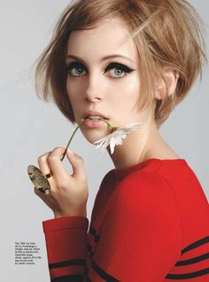 "le-jardin-de-la-mode: ""Matilda Dods by Stephen Ward for Marie Claire Australia December 2014 "" Mod Makeup, 1960s Makeup, Beauty Makeup, Hair Makeup, Hair Beauty, Twiggy Makeup, Hairstyles Over 50, Vintage Hairstyles, Hairstyles Haircuts"