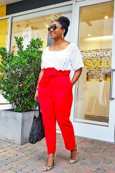 White eyelet top and red paperbag waist pants. Curvy Outfits, Cool Outfits, 40 And Fabulous, Paperbag Pants, Work Chic, Red Pants, Pants Outfit, Work Fashion, Fashion Forward