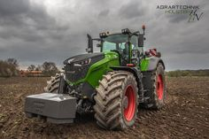 "Fendt 1050 Vario. The biggest and most powerful ""traditional"" tractor in the world."