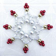 Vánoční+hvězda+-+vločka+Vánoční+hvězda+z+korálků+na+pevném+drátku.+Vhodná+jako+ozdoba+na+stromeček+nebo+do+adventní+ozdoby,+či+jako+dekorace+do+interiéru+apod.+Velikost+8cm.