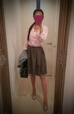 Pink buttoned blouse with brown gathered skirt + black bag + silver pumps - http://ameblo.jp/nyprtkifml