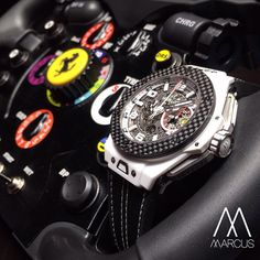 The Hublot Big Bang Ferrari watch perfectly combines robustness and aesthetics through the fusion of Ceramic Carbon. Not only lightweight, the power supply is an impressive 72 hours!