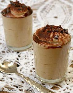 Mousse di ricotta al caffè dolce al cucchiaio