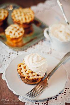 Vanilla Peach Pie Cupcakes
