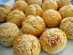 2 Bakery Recipes, Donut Recipes, Greek Pastries, Homemade Conditioner, Greek Sweets, Homemade Donuts, Breakfast Snacks, Food Decoration, Biscuit Cookies