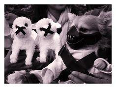 "M                   buzzfeed.com.   """"Hannibal doggie or Batman bane""""Creative Dog Costumes"