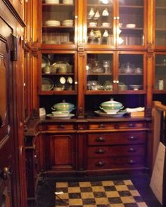 Reddox 25 Sumptuous Kitchen Pantries – Old, New, Large, Small and Gorgeous! Kitchen Butlers Pantry, Butler Pantry, Victorian Kitchen, Vintage Kitchen, Vintage Pantry, French Kitchen, Pantry Design, Kitchen Design, Kitchen Furniture