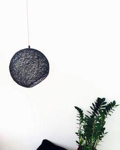 Un favorito personal de mi tienda Etsy https://www.etsy.com/es/listing/263377488/semisphere-lampara-esfera-negra-lampara
