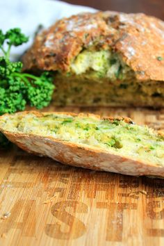 Schnelles Kräuter-Brot Baking bread can be so easy – my fast herb bread does not take long to develop and tastes incredibly fresh. Chicken Lasagne, Artisan Bread Recipes, Herb Bread, Banana Recipes, Sandwich Recipes, Food Design, Bread Baking, Brunch, Dinner Recipes