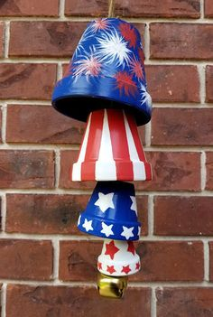 of July Terra Cotta Pot Windchime Red White and Blue do any other design for all yr round Patriotic Crafts, July Crafts, Summer Crafts, Holiday Crafts, Kids Crafts, Arts And Crafts, Clay Flower Pots, Flower Pot Crafts, Clay Pots