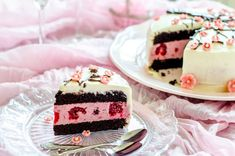 Chocolate cake with an elegant touch of raspberries (in Romanian) Sweets Recipes, No Bake Desserts, Cake Recipes, Keto Desserts, Chocolate Raspberry Cake, Chocolate Cake, Romanian Desserts, Bread Cake, Food Cakes