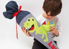 Schultüte Dino mit Namen von Josefines Kinder auf DaWanda.com