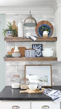 She breaks it down so easily!! Learn tips and tricks to style your shelves to perfection. Whether you are decorating open shelves in the kitchen, a side table, bookcases, a fireplace mantel or any other area, these basic principles will help you create a pleasing display in your home. Kitchen Shelf Decor, Farmhouse Kitchen Decor, Floating Shelves Kitchen, Open Shelves, Kitchen Shelves, Kitchen Furniture, Coffee Bar Home, Cuisines Design, Home Design