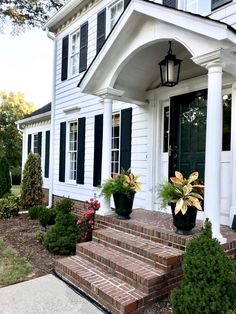 Colonial Exterior Remodel Entrance 43 New Ideas Colonial House Exteriors, Portico Entry, House Entrance, House Front Porch, Colonial House, Colonial Front Door, Building A Porch, Porch Design, Exterior Brick