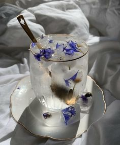 Aesthetic Food, Blue Aesthetic, Aesthetic Vintage, Des Fleurs Pour Algernon, Food N, Food And Drink, Cute Food, Yummy Food, Yummy Drinks