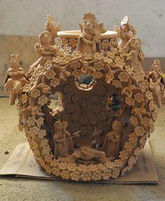 Nativity scene enclosed within a large decorated olla. By Irma Garcia Blanco of Santa Maria Atzompa. Christmas Figurines, Christmas Nativity, A Christmas Story, Christmas Art, Vbs Crafts, Sunday School Crafts, Driftwood Art, Mexican Folk Art, Nativity Sets