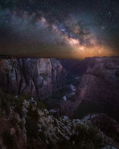Celestial Zion, by JaredWarren From Observation Point at the north end of Zion Canyon. Zion National Park, Utah