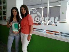 Almudena Jiménez Hierro con su profe Lourdes Antón desde la oficina de Vélez-Málaga
