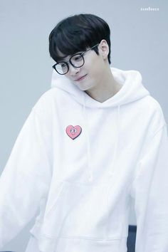 Fotos de k-idols.  Tirem muito print skskwksksk Btob Ilhoon, Tvxq Changmin, Kim Jonghyun Produce 101, Jr Nu'est, Shinee, Pop Crush, Wheein Mamamoo, Fandom, Korean People