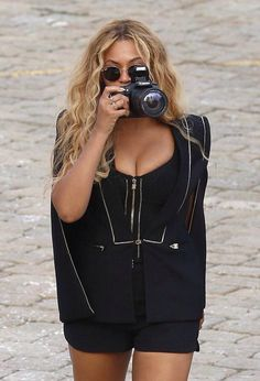 Beyonce wows in plunging one-piece during family break in Monaco Beyonce 2013, Beyonce Knowles Carter, Beyonce And Jay Z, Divas, Beyonce Style, Blue Ivy, Black One Piece, Queen B, Perfect Woman