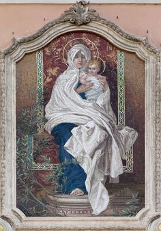 Madonna - mosaico en fachada de una iglesia en Campo Ligure (Italia).