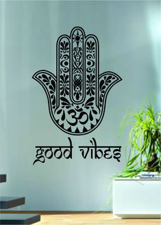 Barato Good Vibes Hamsa Hand Version Vinyl Wall Decal Blessings Power Strength Om Wall Sticker Yoga Room Decorative Home Decoration, Compro Qualidade . Vinyl Decor, Vinyl Wall Decals, Art Decor, Vinyl Art, Wall Stickers Yoga, Hand Quotes, Posca Art, Hand Tattoo, Hand Of Fatima