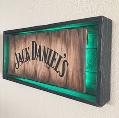 El lugar para comprar y vender todo lo que está hecho a mano - Rustic JACK DANIELS Light Up Sign Hand Made -Hand Painted Rustic Whiskey signs. All materials are from reclaimed pallet wood Actual sign Offered in 2 different colors: Diy Home Bar, Bars For Home, Diy Home Decor, Woodworking Projects Diy, Diy Wood Projects, Wood Crafts, Man Cave Room, Man Cave Home Bar, Wood Pallets