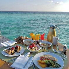 Breakfast :: Repost from @almahaaaaa : .. Restaurant ↔ InRoom dining  Location ↔ @conrad_maldives Rangali Island  Cuisine ↔ International  Food ↔ La cart from Room Menu  Price ↔ USD 15  Comments ↔ perfect breakfast .. ملاحظه ↔ دلع عمرك #فطور_على_السرير خدمه الغرفه ب فندق #كونراد #كونراد_مالديف #مالديف #جزر_مالديف #لحظات_تبقى_في_الذاكره