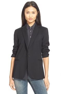 Black blazers via Girls of a Certain Age. And suddenly I want one:).