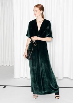 Concealed zip, side Model wears: EU 36/ UK 10/ US 6  Length of dress: 147.5 cm (size 36)