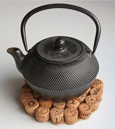 Make a Recycled Wine Cork Trivet! -- from DollarStoreCraft.com