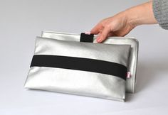 Wickelunterlage + Wickel Clutch Silber via mien - Accessoires handmade in Berlin. Click on the image to see more!
