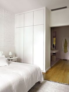 Top 30 Closet Door Ideas to Try to Make Your Bedroom Tidy and Spacious Bedroom Closet Design, Bedroom Wardrobe, Closet Designs, Home Bedroom, Master Bedroom, Bedroom Decor, No Closet Solutions, Bedroom Cupboards, Build A Closet