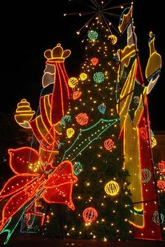 christmas decorations de navidad in plaza de armas in san juan shot by juanablanca christmas in puerto ricochristmas
