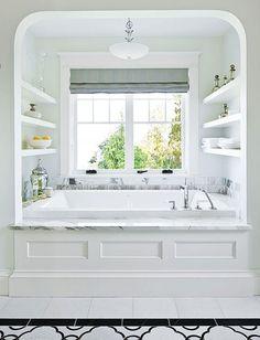 Tomar un baño de espuma con la luz del sol entrando por la ventana...