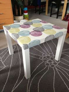 Like this Ikea Lack table hack: a duvet cover attached to the table top with Mod Podge and coated in polyurethane. Lack Table Hack, Coffee Table Ikea Hack, Ikea Lack Hack, Ikea Lack Side Table, Ikea Hacks, Coffee Tables, Side Table Redo, Rental Home Decor, Minimalist Desk