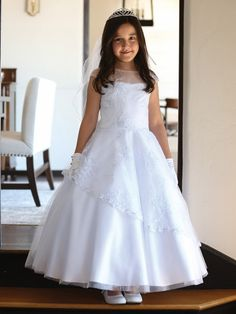 Cheap girls dress, Buy Quality girls dress up directly from China flower girl Suppliers: Beautiful Lace Embrodiery Cap Sleeves Kids First Communion Dresses Lace Up Sheer Crew Neckline Flower Girl Dress Year Old Stylish Dresses For Girls, Frocks For Girls, Girls Dresses, Dresses Dresses, Girls White Dress, White Flower Girl Dresses, White Girls, Wedding Party Dresses, Bridesmaid Dresses