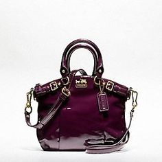 Low cost real Coach handbags, all models of Coach purses and handbags at cheap rates. Shop many brands of designer purses and handbags at cheap prices. Discount Coach Bags, Coach Bags Outlet, Coach Handbags, Purses And Handbags, Cheap Coach, Style Outfits, Beautiful Bags, Birkin, My Bags