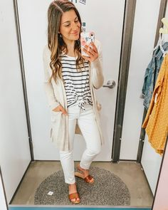 Minimize Your Closet with Maximum Gain - KMM Lifestyle Source by tjd teacher outfits Stylish Eve Outfits, Casual Work Outfits, Professional Outfits, Office Outfits, Fashionable Outfits, Church Outfits, Business Outfits, Summer Teacher Outfits, Summer Work Outfits