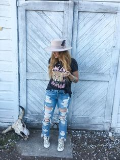 Denim Darlin Mama Tried Boyfriend Distressed Jeans ((shipping Cute Cowgirl Outfits, Western Outfits Women, Rodeo Outfits, Cow Girl Outfits, Western Style Clothing, Country Style Outfits, Southern Outfits, Country Girl Fashion, Country Western Outfits