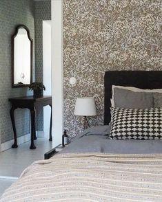 Add Beauty To Your Home (@sandbergwallpaper) • Foton och videoklipp på Instagram Bedroom Wallpaper, Inspirational Wallpapers, Wall Murals, Cosy, Furniture, Beauty, Instagram, Home Decor, Wallpaper Murals