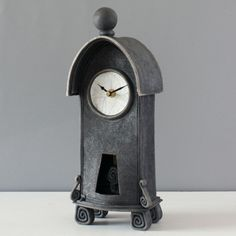 large-Ian-Roberts-tall-D-black-pend-mantel-clock.jpg (500×500)