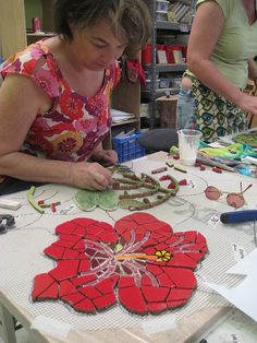 Institute of Mosaic Art Mural Making Intensive April 2008 Susanne Takehara… Mosaic Tile Art, Mosaic Artwork, Pebble Mosaic, Mosaic Diy, Mosaic Garden, Mosaic Crafts, Mosaic Projects, Mosaic Glass, Mosaic Designs