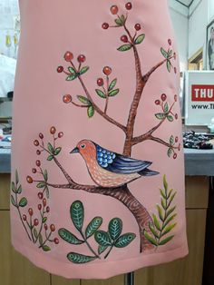 Fabric Colour Painting, Fabric Painting On Clothes, Painted Clothes, Saree Painting Designs, Fabric Paint Designs, Bird Paintings On Canvas, Easy Paintings, Embroidery Suits Design, Hand Embroidery Designs