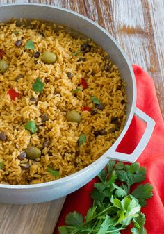 Arroz con Guandules (Pigeon Peas Rice) ~ This delicious rice is the side dish of choice at every Dominican and Puerto Rican holiday dinner. Made with pigeon peas and a mixture of Latin seasonings, this popular rice dish its perfect for Nochebuena. Arroz Con Gandules, Comida Boricua, Boricua Recipes, Pigeon Peas, Rice Side Dishes, Main Dishes, Rice And Peas, Dominican Food, Dominican Recipes
