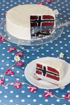 Syttende Mai Norwegian flag cake (recipe in Norwegian) Norwegian Flag, Norwegian Christmas, Inside Cake, Flag Cake, Scandinavian Food, Let Them Eat Cake, No Bake Cake, Sweet Tooth, Cake Decorating
