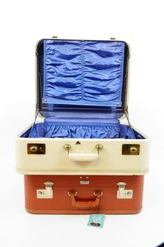 Parsimonia {Secondhand With Style}: Vintage Suitcases